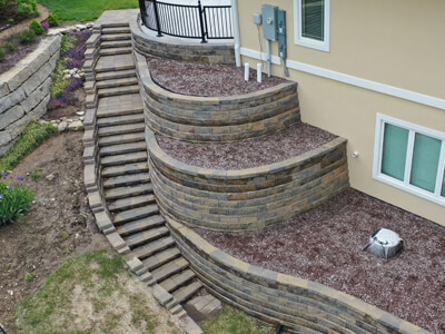 We use mortarless constructions to create stone outdoor staircases with a wow factor.