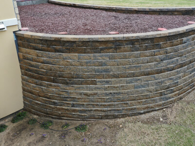 Heartstone uses mortarless manufactured or natural stone to create stone walls, block walls, and landscape walls that retain earth or water.
